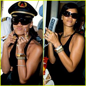 Rihanna: Cockpit on 777 Tour!