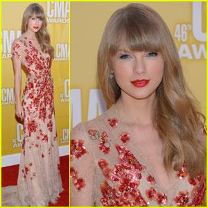 Taylor Swift - CMA Awards 2012 Red Carpet