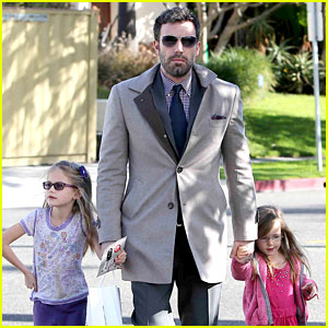 Ben Affleck: Williams-Sonoma Shopping with the Girls!
