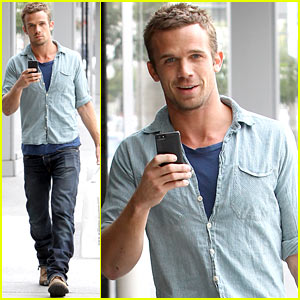 Cam Gigandet: Williams-Sonoma Gift Run!