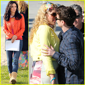 Courteney Cox: Busy Philipps & Dan Byrd Kiss for 'Cougar Town'!