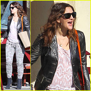 Drew Barrymore: Laughing at Lunch!
