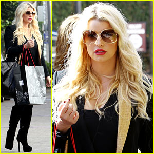 Jessica Simpson: Saks Shopping Spree in Stilettos!