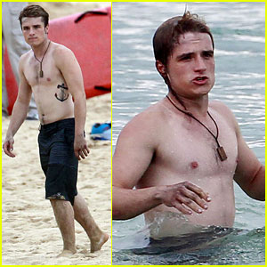 Josh Hutcherson: Shirtless Frisbee Player!