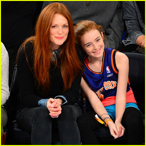 Julianne Moore & Daughter Liv: Knicks Game Gals!