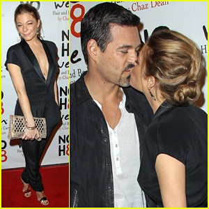LeAnn Rimes &#038; Eddie Cibrian: NOH8 Party Kisses!