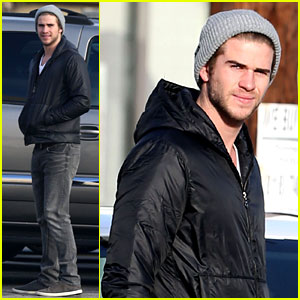 Liam Hemsworth: Urban Outfitters Shopping with Mom &#038; Dad!