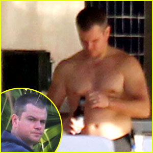 Matt Damon: Shirtless Poolside Dad in Miami!
