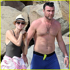 Naomi Watts & Shirtless Liev Schreiber: New Year's Eve Beach Day!