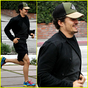 Orlando Bloom Sprints to His Car After Shopping