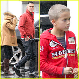 Reese Witherspoon & Jim Toth: Rainy Lunch with Deacon!