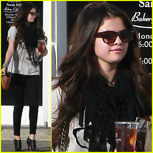 Selena Gomez: Panera Pick-Up!