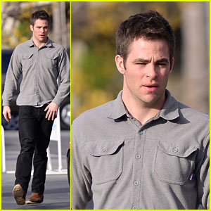 Chris Pine Fills Up The Porsche!