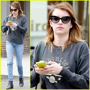 Emma Roberts: Nail Salon Stop!