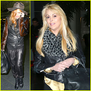 Lindsay Lohan Departs JFK Airport for Court Appearance!