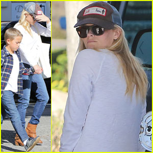 Reese Witherspoon: Sunday Errands with Deacon