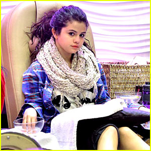 Selena Gomez Gets Mani-Pedi After Justin Bieber Split Report