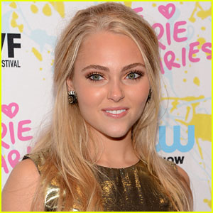AnnaSophia Robb: 'The Carrie Diaries' On-Set Interview!