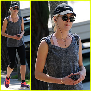 Carey Mulligan: Runyon Canyon Runner!