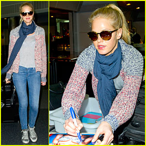 Erin Heatherton: Autograph Signing at JFK Airport!