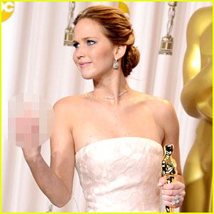 Jennifer Lawrence: Middle Finger Flash in Oscars Press Room!