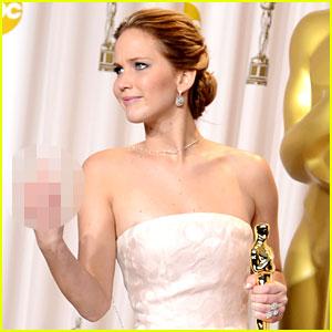 Jennifer Lawrence: Middle Finger Flash in Oscars Press Room!