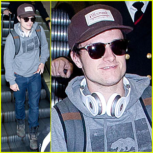 Josh Hutcherson: LAX Arrival After Super Bowl Weekend!