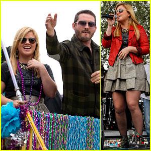 Kelly Clarkson: Mardi Gras Parade with Brandon Blackstock!