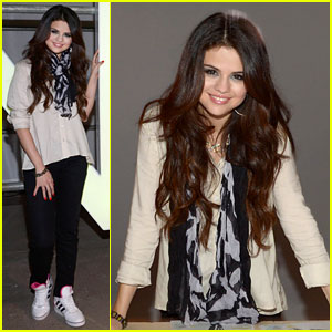 Selena Gomez: Adidas Neo Label Fashion Show in NYC!