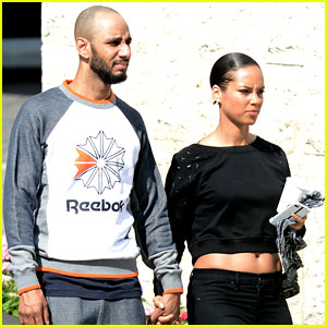 Alicia Keys & Swizz Beatz: Holding Hands in Miami!