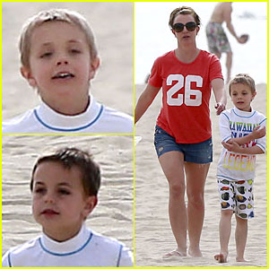 Britney Spears: Santa Barbara Beach Day with the Boys!
