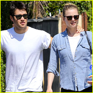 Emily VanCamp & Josh Bowman: Fratelli Cafe Couple!