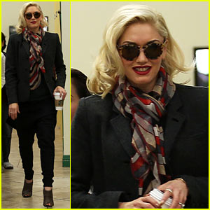 Gwen Stefani: Nail Salon Stop!