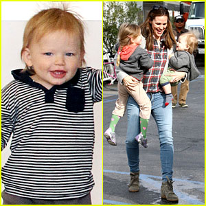 Jennifer Garner Has Her Hands Full with Seraphina & Samuel!