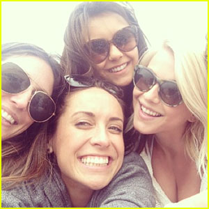Julianne Hough: Post-Split Beach Day with Friends!