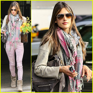Alessandra Ambrosio: Brentwood Country Mart Beauty!