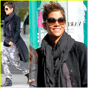 Halle Berry: Pregnant Shopper in New York City!