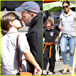Ben Affleck & Jennifer Garner: Kissing Couple!