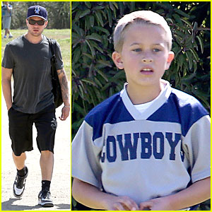 Ryan Phillippe: Deacon's Football Game Supporter!
