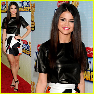 Selena Gomez: Radio Disney Music Awards 2013 Red Carpet