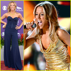 Sheryl Crow - ACM Awards 2013 Red Carpet & Performance