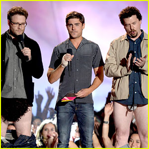 Zac Efron: MTV Movie Awards 2013 with Pantsless Seth Rogen!