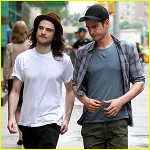 Andrew Garfield & Tom Sturridge: Manhattan Dog Walkers!
