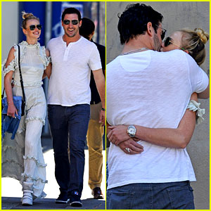Anne V & Matt Harvey Share Romantic Kiss on NYC Stroll!