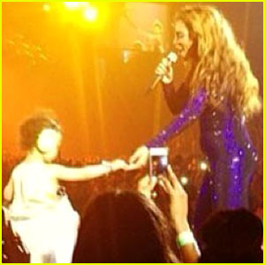 Beyonce Brings Toddler On Stage - Not Blue Ivy Cart