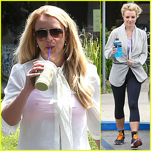 Britney Spears: Pink Bra at Coffee Bean!
