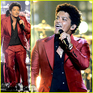 Bruno Mars - Billboard Music Awards 2013 Performance (Video)