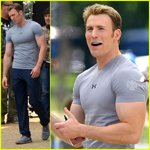 Chris Evans Flaunts Huge Biceps on 'Captain America' Se