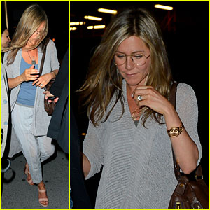 Jennifer Aniston Attends Bette Midler's Play 'I'll Eat You Last'
