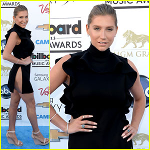 Ke$ha: Waist High Slit in Dress at Billboard Music Awards 2013